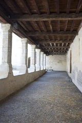 Ancien prieuré d'Arthous - English:  Gallery of the house, under the cells of canons at slide down the chapter house and the refectory.