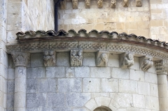 Ancien prieuré d'Arthous - English:  The corbels of the north apse depict the punishment of the deadly sins.