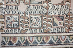 Ancien prieuré d'Arthous - English:  Mosaic of a Roman villa, on deposit in the gallery of the refectory.