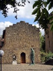 Ancienne Chapelle romane - Français:   Ancienne chapelle romane de Mont-de-Marsan (proche du donjon Lacatye), dans le département français des Landes