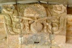 Eglise Saint-Pierre de Brocas -  Bas-relief du portail monumental de l'église Saint-Pierre de Brocas