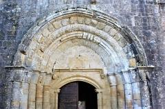 Eglise Saint-Barthélémy - Français:   Eglise de Pimbo - portail