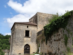 Château de Blanquefort - Français:   Château de Blanquefort-sur-Briolance - Entrée et donjon