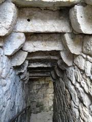 Restes de l'ancien château - Français:   Château de Frespech - Plafond de l\'escalier dans la tour de la porte du rempart
