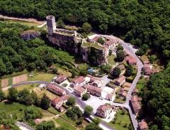 Ancien château -  Vue aérienne du village et château de Gavaudun