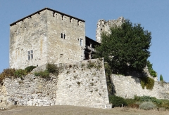 Ruines du château féodal - Français:   Château de Madaillan - Côté sud-ouest