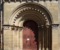 Eglise Saint-Géraud - Français:   Monsempron-Libos - Église Saint-Géraud - Portail de la façade occidentale