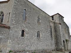 Eglise Saint-Nicolas - Français:   Pujols - Église Saint-Nicolas - Façade et porte nord