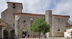 Eglise Saint-Nicolas - Français:   Pujols - Église Saint-Nicolas - Portail, porte nord et clocher depuis la place Saint-Nicolas