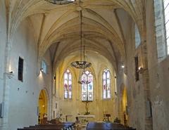 Eglise Saint-Nicolas - Français:   Pujols - Église Saint-Nicolas - Nef et choeur