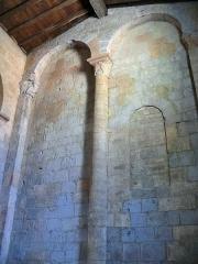 Restes de l'église Saint-Front - Français:   Saint-Front-sur-Lémance - Église Saint-Front - Mur roman