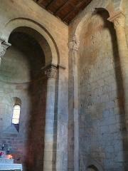 Restes de l'église Saint-Front - Français:   Saint-Front-sur-Lémance - Église Saint-Front - Absidiole et mur romans