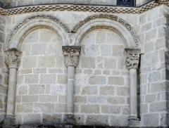 Eglise Sainte-Livrade - Français:   Sainte-Livrade-sur-Lot - Église Sainte-Livrade - Chevet - Arcature nord