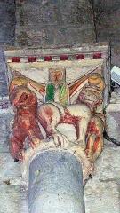 Eglise et son cimetière -  Chapiteau polychrome de l'église de Vianne (Lot-et-Garonne, France)