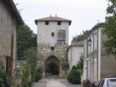 Enceinte et tours - Deutsch: Eines von 4 identischen Stadttoren der Bastide Vianne   Frankreich, Region Aquitanien, Département Lot-et-Garonne, Gemeinde Vianne
