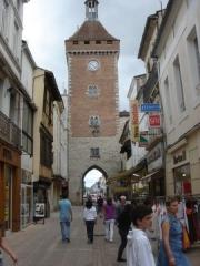 Tours de Pujols et de Paris -  Rue conduisant à la porte du beffroi (porte de Paris) de Villeneuve-sur-Lot