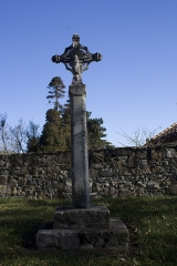 Croix sculptée - English:  Cross of Calvary, a vestige from the small cemetery that surrounded the church of Bordagain.