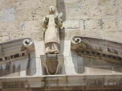 Eglise Saint-Vincent - English: Ciboure (Pyr-Atl, Fr) St.Vincent, statue St.Vincent à l'extérieur