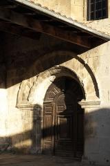 Eglise Saint-Vincent - Deutsch: Kirche Saint-Vincent in Ciboure im Département Pyrénées-Atlantiques (Region Aquitaine-Limousin-Poitou-Charentes/Frankreich), Rundbogenportal an der Südfassade