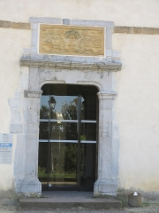 Ancien château des Barons d'Espelette ou Ezpeleta - English: Entrance door of the townhall-castle of Espelette, (Pyrénées-Atlantiques, France).