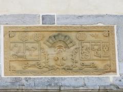 Ancien château des Barons d'Espelette ou Ezpeleta - English: Lintel (atalburu) of the entrance door of the townhall-castle of Espelette, (Pyrénées-Atlantiques, France).
