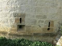 Ancien château des Barons d'Espelette ou Ezpeleta - English: Embrasures of the townhall-castle of Espelette, (Pyrénées-Atlantiques, France).