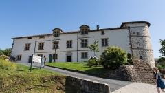 Ancien château des Barons d'Espelette ou Ezpeleta - English: Espelette - accès à la mairie