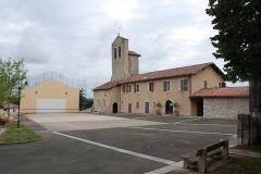 Eglise Notre-Dame -  Lahonce, l'abbaye de chanoines de Prémontré, actuellement église paroissiale de l'Assomption-de-la-Bienheureuse-Vierge-Marie et mairie, et le fronton place libre.