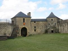 Vieux Château de Mauléon - English: Buildings of the entrance of the interior yard of the castle of Mauléon-Licharre, (Pyrénées-Atlantiques, France).