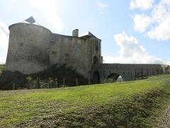 Vieux Château de Mauléon - English: Overview from the west of the castle of Mauléon-Licharre, (Pyrénées-Atlantiques, France).