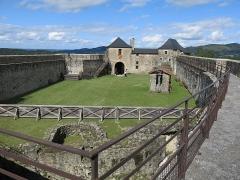 Vieux Château de Mauléon - English: Overview of the yard of the castle of Mauléon-Licharre, (Pyrénées-Atlantiques, France).