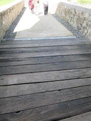 Vieux Château de Mauléon - English: Planks in place of the drawbridge of the castle of Mauléon-Licharre, (Pyrénées-Atlantiques, France).