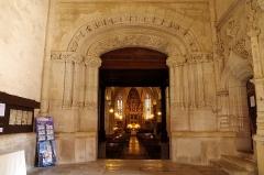 Eglise Saint-Girons - Français:   Portail à voussures en anse de panier