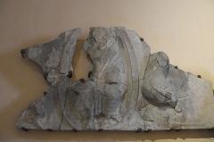 Eglise Sainte-Foy - Deutsch: Katholische Kirche Sainte-Foy in Morlaàs im Département Pyrénées-Atlantiques (Nouvelle-Aquitaine/Frankreich), Fragment eines Tympanons