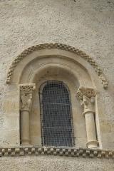 Eglise Sainte-Foy - Deutsch: Katholische Kirche Sainte-Foy in Morlaàs im Département Pyrénées-Atlantiques (Nouvelle-Aquitaine/Frankreich), Fenster