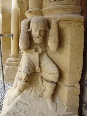 Eglise Sainte-Foy - English: Morlaàs (Pyr-Atl, Fr) Église Ste-Foy, statue on the lower side of the portal; .