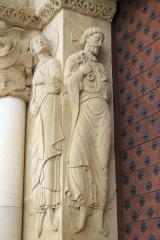 Eglise Sainte-Foy - Deutsch: Katholische Kirche Sainte-Foy in Morlaàs im Département Pyrénées-Atlantiques (Nouvelle-Aquitaine/Frankreich), Skulpturen am Portal