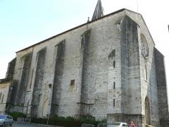 Eglise Saint-Pierre - Français:   Orthez - Église Saint-Pierre - Flanc nord et façade ouest