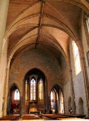 Eglise Saint-Pierre - Français:   Orthez - Église Saint-Pierre - Nef et choeur