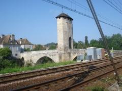Vieux Pont - English: Fortified bridge at Orthez, Pyrenées Atlantiques , France