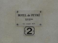Ancien Hôtel de Peyré ou maison dite de Sully - Français:   Plaque sur la façade de l\'hôtel de Peyré, 2 rue du Château, Pau, Pyrénées-Atlantiques, France.