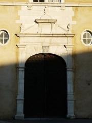 Ancien Hôtel de Peyré ou maison dite de Sully - Français:   Portail de l\'hôtel de Peyré, 2 rue du Château, Pau, Pyrénées-Atlantiques, France.