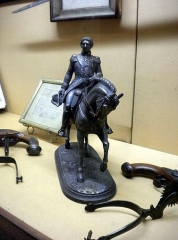 Maison natale de Charles Bernadotte - English: Equestrian figure of King Carl XIV John of Sweden-Norway at Bernadotte Museum, as released by image creator Ristesson;  Place: Rue Tran, Pau, France