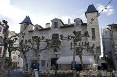 Maison dite Lohobiague Enea ou maison Louis XIV - English:  Main facade of the Maison Louis XIV.