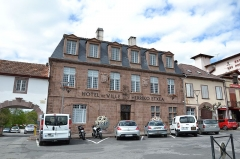 Maison dite de Mansart - This building is indexed in the Base Mérimée, a database of architectural heritage maintained by the French Ministry of Culture,under the reference PA00084509 .