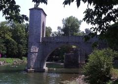 Vestiges d'un ancien pont -  Author: Sebb  Date: 07/2006