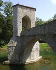 Vestiges d'un ancien pont -  Sauveterre-de-Bearn pont de la legende