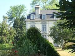 Château de Trois-Villes dit «d'Eliçabea» - Français:   Troisvilles (Pyr-Atl, Fr) Aperçu du château d\'Elicabia dans son parc