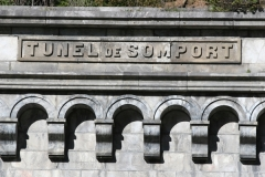 Tunnel de Pau-Canfranc - Español:   Acceso del tunel de Somport en la localidad de Canfranc