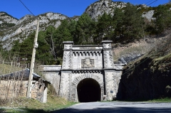 Tunnel de Pau-Canfranc - Català: Entrada espanyola (des de Canfranc-Estació) del túnel ferroviari de Somport, que actualment serveix de sortida d'emergència del túnel per a vehicles, un dels més llargs d'Europa.